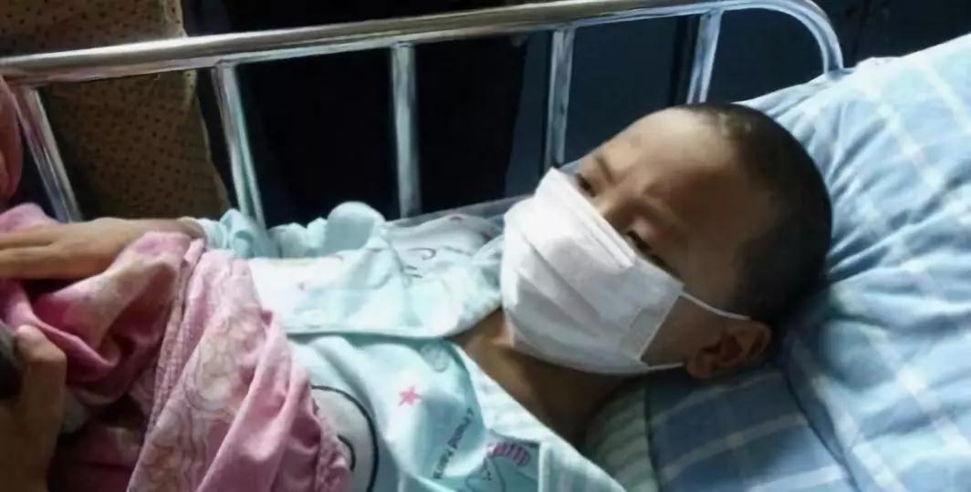 痛心|7岁男孩因儿童床甲醛超标,患血癌!
